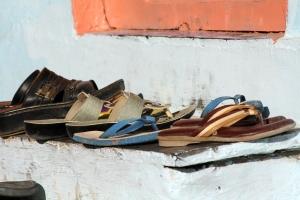 Schuhe auf der Treppe