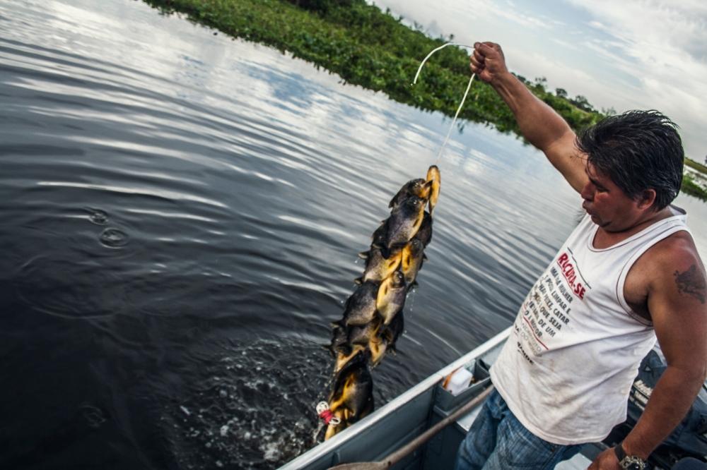 Pantanal_Indio mit Piranhas